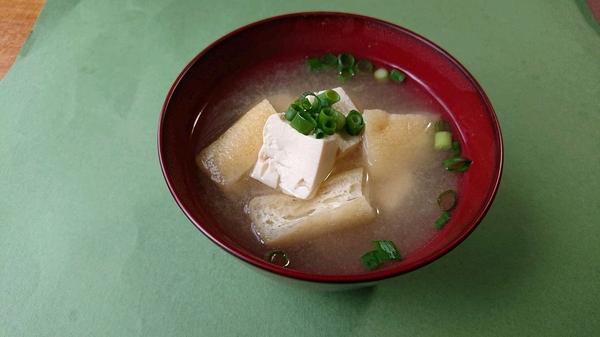 豆腐とわかめの味噌汁.jpg