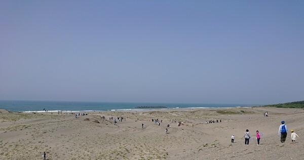 砂浜での参加者 完成.jpg