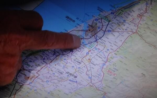 地図を指差し.jpg