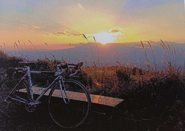 自転車のと夕陽.jpg