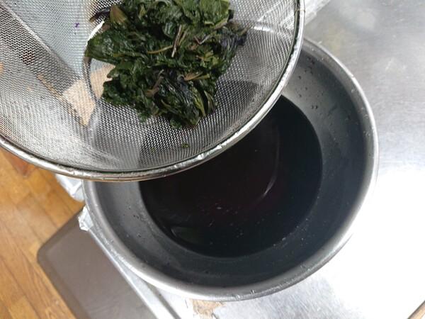 煮汁を絞る.jpg